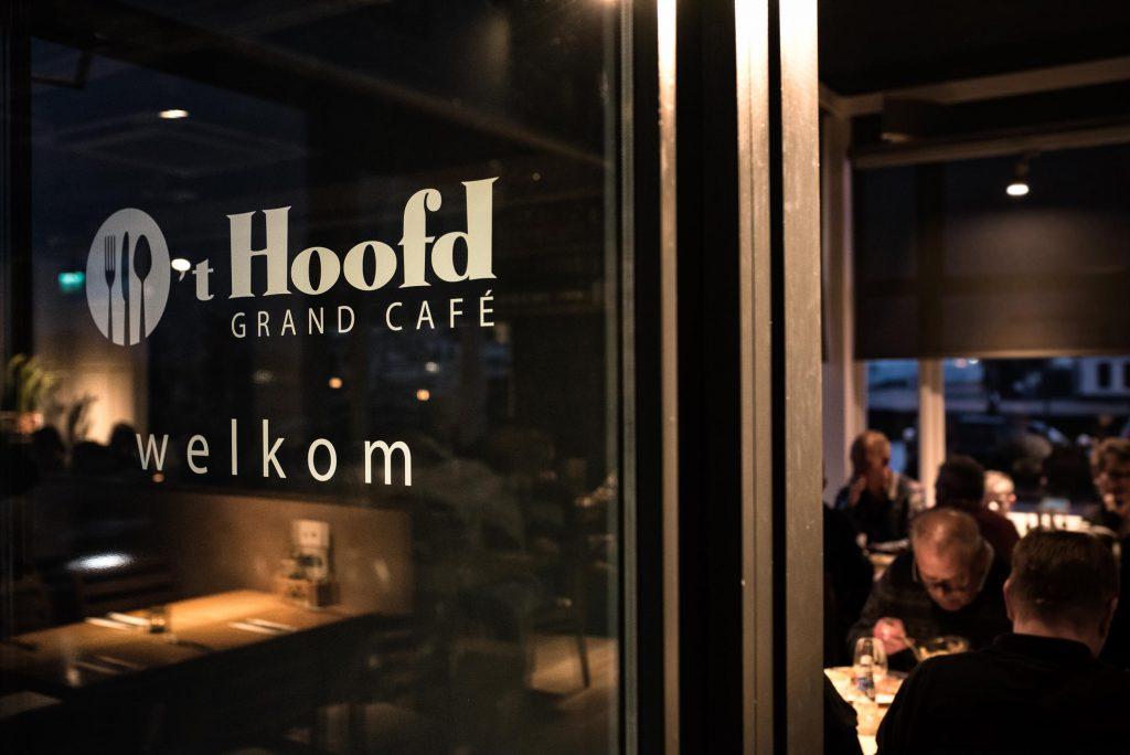 Bedrijfslogo bij ingang - Bedrijfsreportage Grand Cafe 't Hoofd - Maassluis