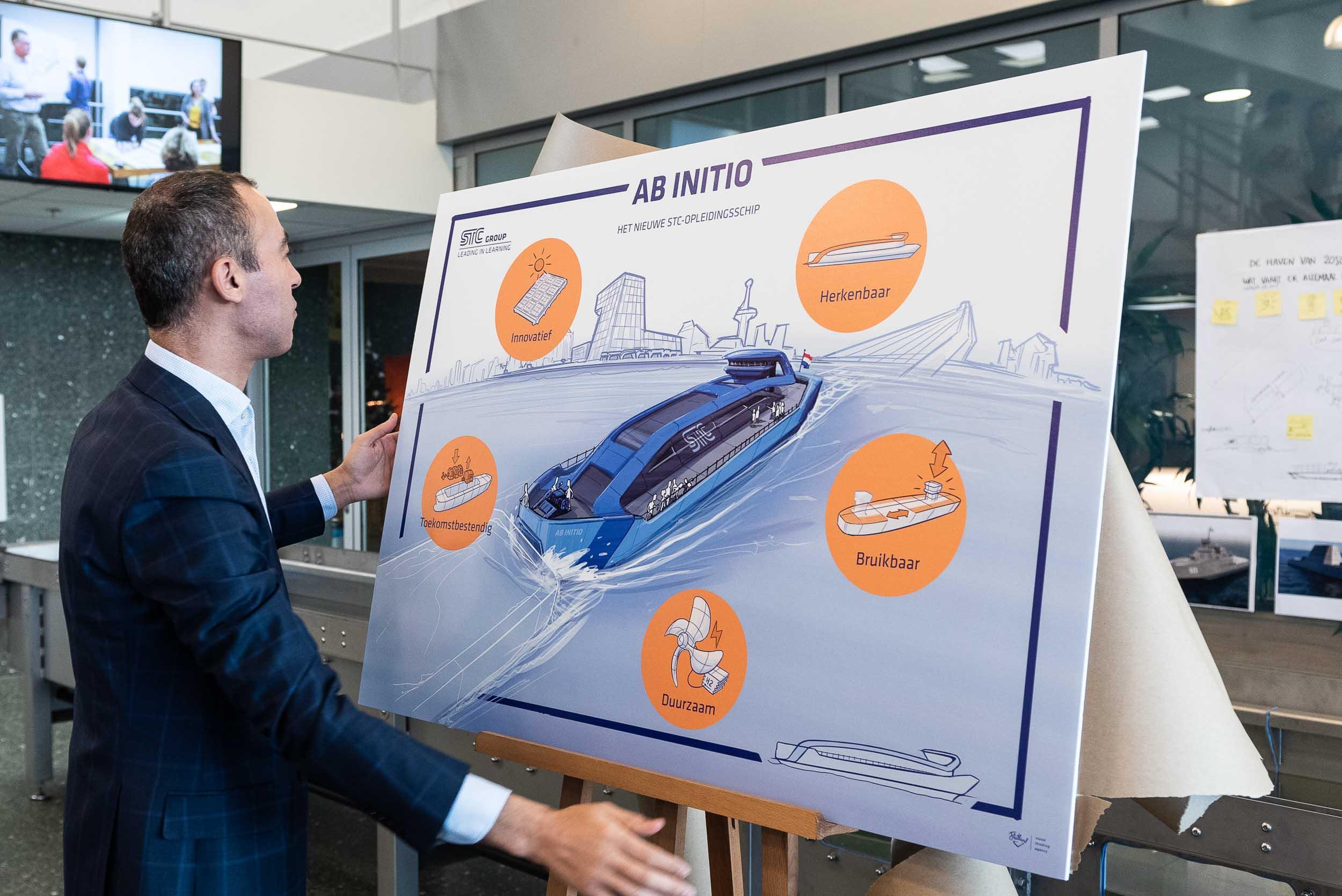 Bedrijfsevent fotoreportage - Wethouder Kasmi onthult het nieuwe opleidingsschip STC-Group