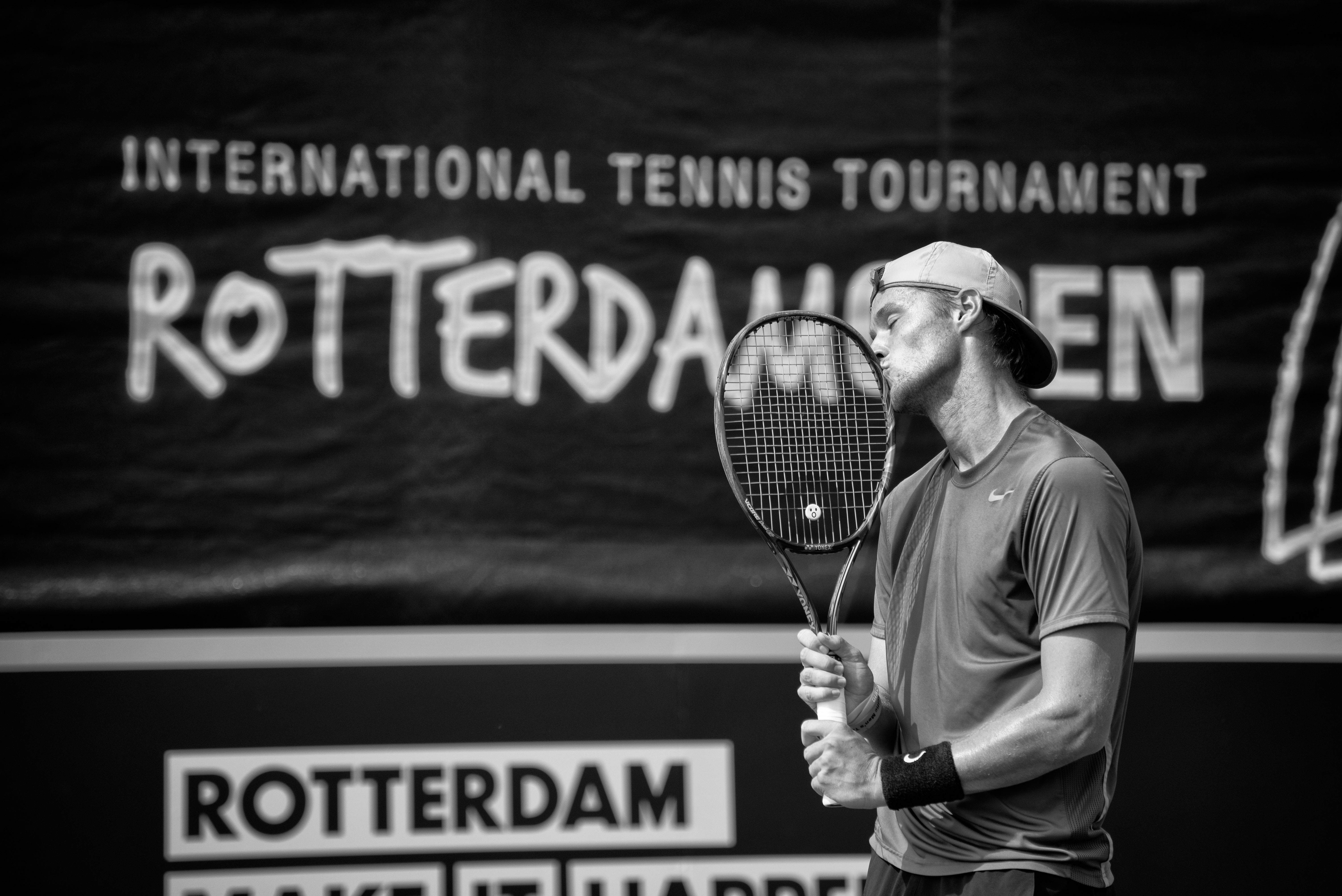 Sportportret - Rotterdam Open specials 2017 - Kissing the racket