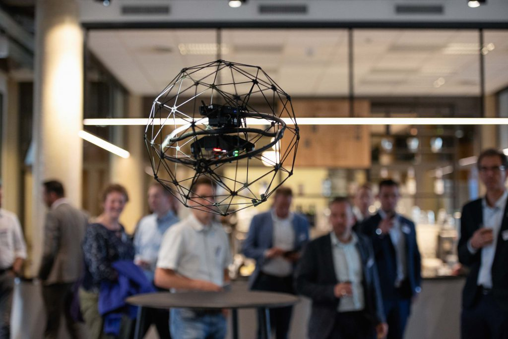 Maritiem-Nederland-fotoreportage-Indoor drone vliegen