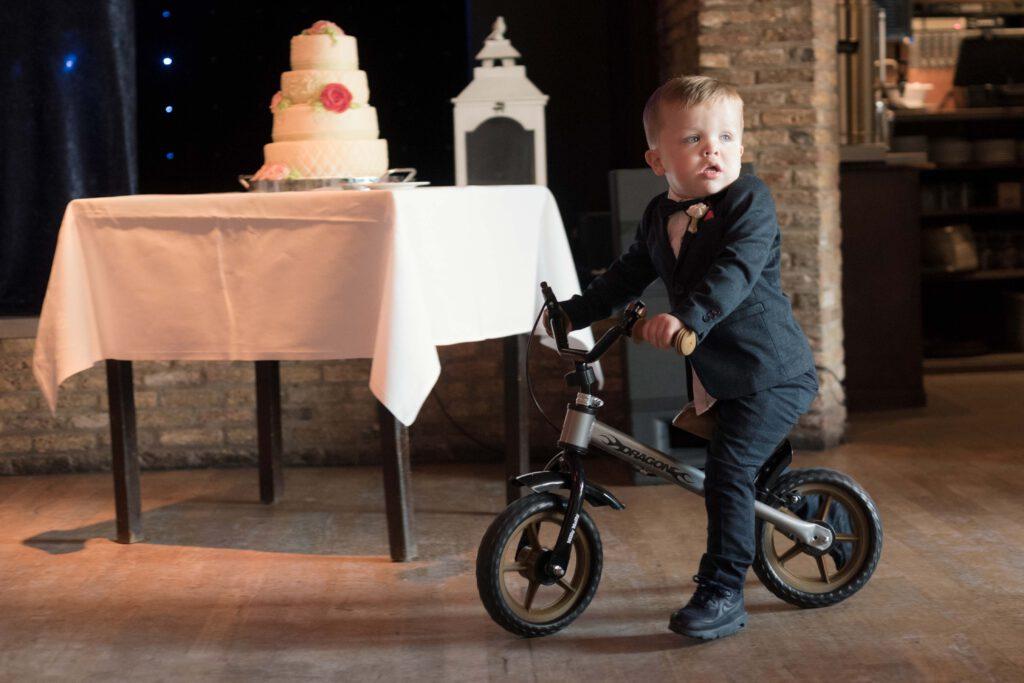 De trouwfotograaf zorgt ook voor mooie foto's van de aanwezige kinderen